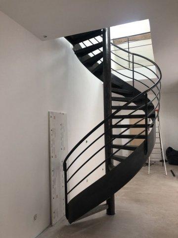 Réalisation et installation d'un escalier en colimaçon en acier brut à Velars-sur-ouche
